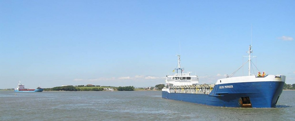 ship_coming_into_glasson